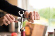 Otevření láhve vína