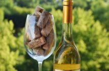 Tokajské víno a sklenice